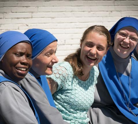 Dietlinde De Smedt bij de 'Blauwe zusters' in Argentinië. © VRT NWS