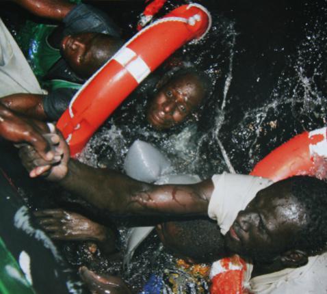 Het aantal slachtoffers dat de voorbije dagen vanop gammele bootjes door de golven werd meegesleurd en verdronken, wordt op honderden geschat © RR