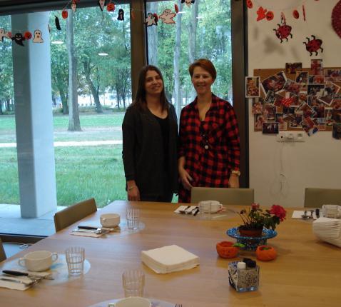 Anke en Abby in de gezellig ruimte van Parkzicht