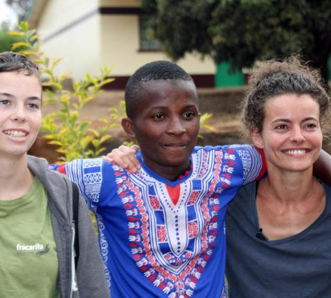 Sarah Vangeel, actrice en tv-figuur Kaatje van Ketnet, en Lore, de gezichten van Epilepsie, meer nie! © Fracarita Belgium