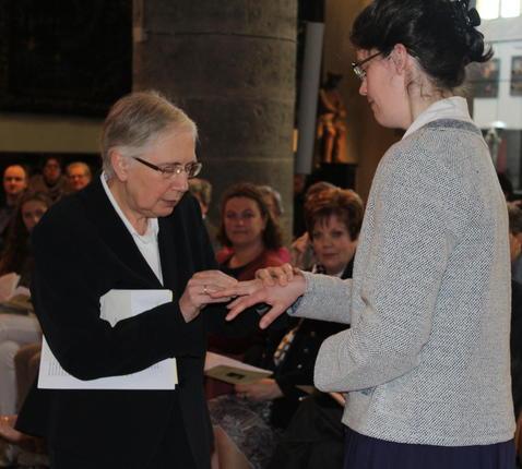 Algemene overste Noëlla met Karen © Kerknet, foto: Lieve Wouters