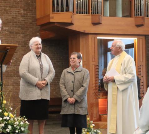 Mgr. Hoogmartens met E.Z. Martine Meuwissen, E.Z. Rosa Olaerts en E.H. Jan Boonen © Jente Vandewijer