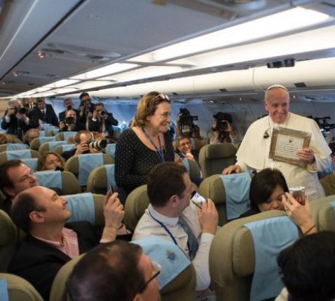 Paus Franciscus in 2015, op weg naar Sri Lanka © Vatican Media