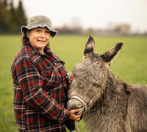 Jenny en haar ezel © James Arthur