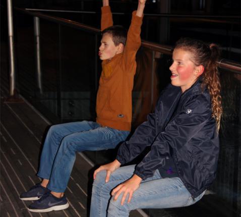 Dan mochten we eindelijk eens gaan zitten, was het een muurzitopdracht! © KVR