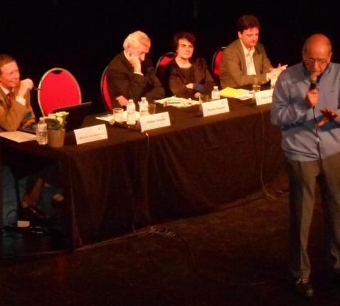 Johan Leman aan het woord met verder (vlnr) Baudouin Van Overstraeten, Pierre Vimont, Claire Rodier en François De Smet © JRS