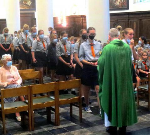 Op 25 juli woonde een prachtige jeugdgroep van VNJ de  misviering bij in de zondagskerk.