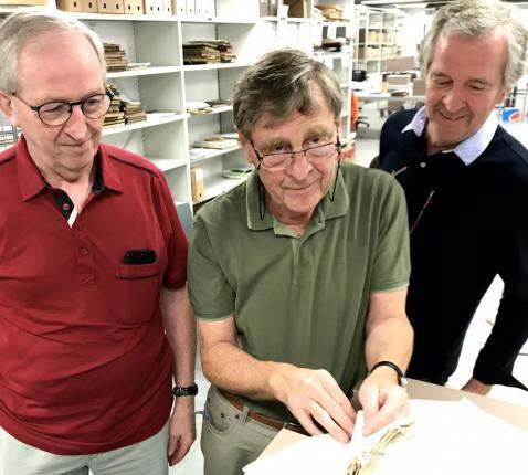Van links: Julien, Geert en Marc Van Bockstaele in het Rijksarchief van de Stad Gent. © Lieve Wouters