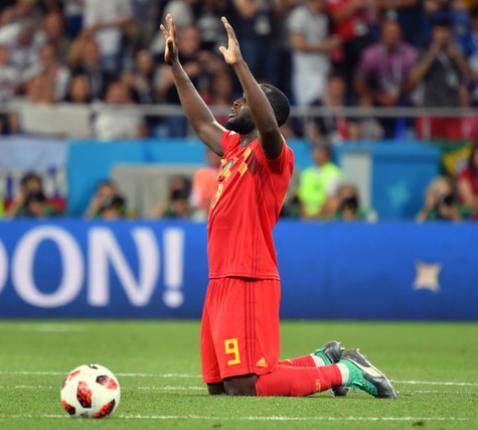 Romelu Lukaku bidt na de match. © Belga