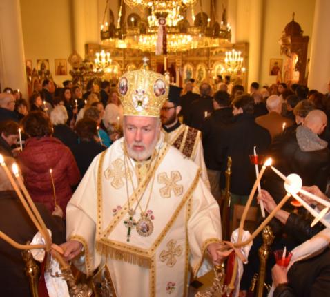 Mgr. Athenagoras Peckstadt bij het begin van een orthodoxe paasliturgie in de orthodoxe kathedraal van Brussel in precoronatijden © orthodoxia