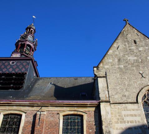 Kerk Zottegem © FrDr on https://nl.wikipedia.org/wiki/Bestand:Onze-Lieve-Vrouw-Hemelvaartkerk_Zottegem_01.jpg#filehistory
