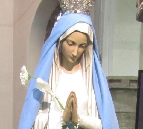 maria beeld in kerk