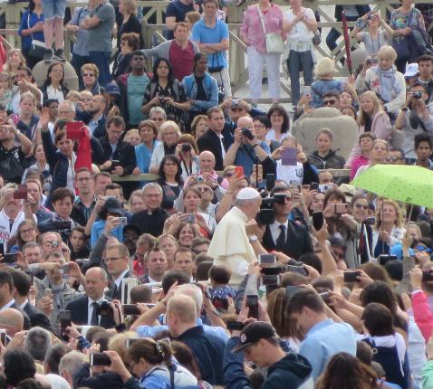 Paus Franciscus heeft zijn prioriteiten gekozen en daar gaat hij voor. Hij laat zich niet van de wijs brengen door opposanten en intriganten  © Emmanuel Van Lierde