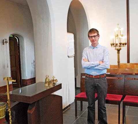 Jens Van Rompaey in de Heilig Kruiskerk in Lier waar hij begon als misdienaar.  © Filip Ceulemans