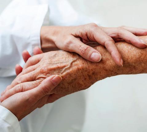 Het 'oprekken' van de euthanasiegrenzen wekt bij steeds meer mensen onrust. © Belga Image