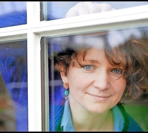 """Eva Vromman: """"Er is een weg tussen verzet tegen en meegaandheid met de regels van de Kerk."""" © Violet Corbett Brock"""