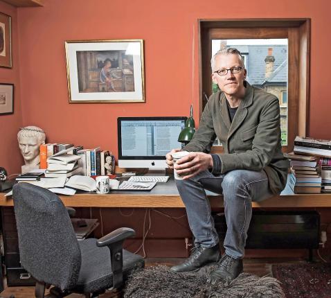 """Tom Holland: """"Ik geloof liever in originele mythen dan in de schaduwen ervan."""" © Belga Image"""