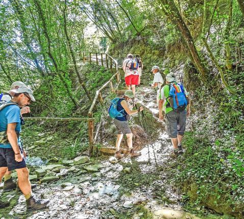 Pelgrims onderweg in de schoonheid van de natuur in Midden-Italië. © Tau/Wies Beckers