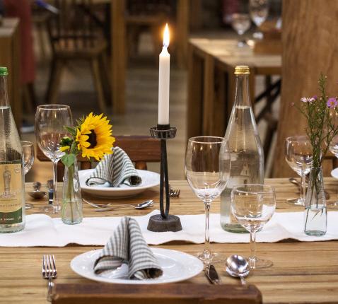 Samen aan tafel © Stux via Pixabay