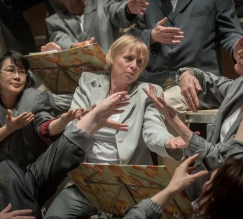 Scène uit 'Het uitroepteken maakt een punt'. © Theater Antigone