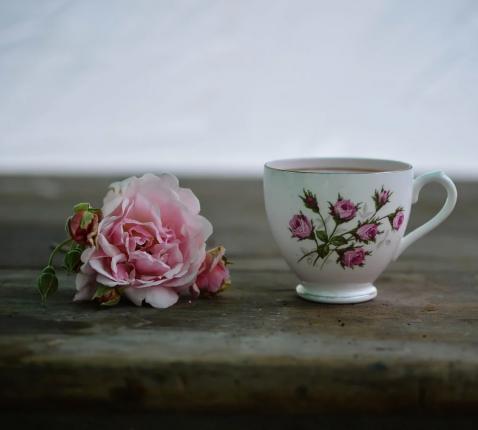 'Ascese is niet onze sterkste kant, dus we luisteren en bidden bij een kopje koffie en dat gaat prima.' © Pixabay