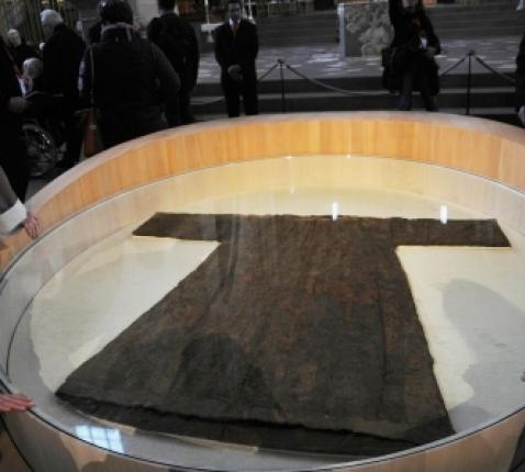 De relikwie van de tuniek van Jezus in de Dom van Trier © Philippe Keulemans