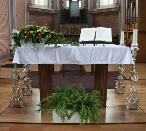 Altaar in onze kerk © RvH