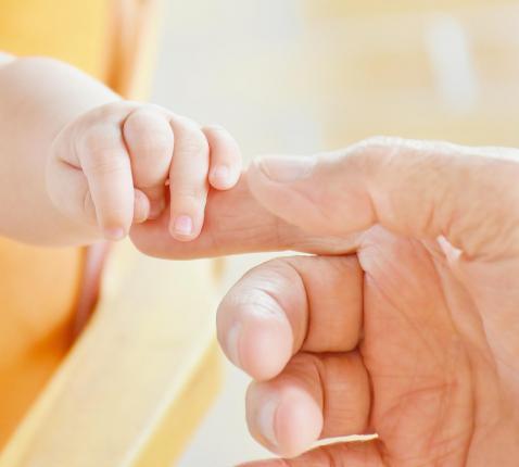 In uw zegenende handen, God, leggen wij de namen van onze kinderen ...