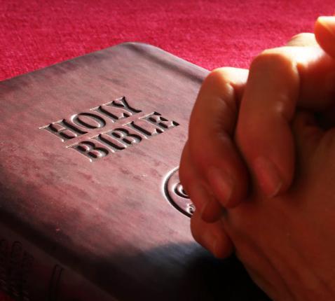 bidden met de Schrift © pexels