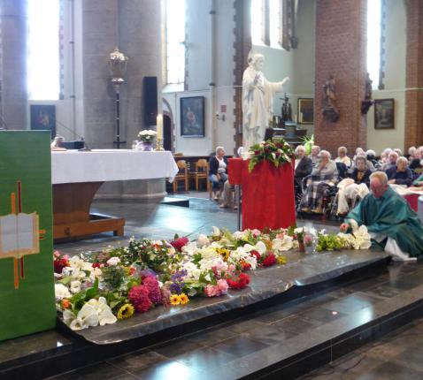 Bloemenhulde 2015 © Kerk en Leven Koekelare