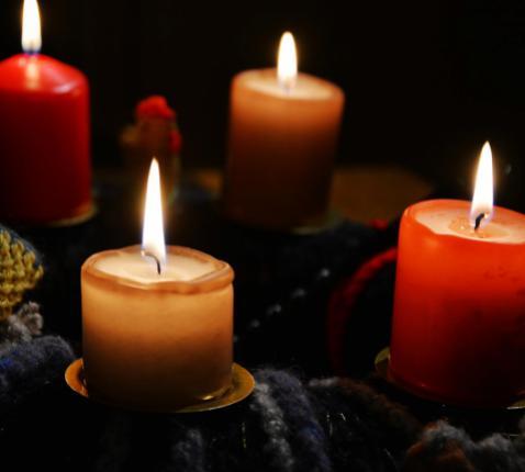De adventskrans: gezellige decoratie of toch meer...?