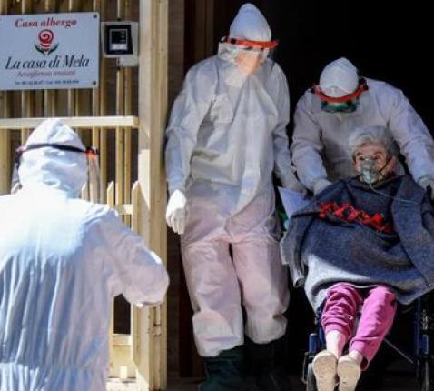 In vele EU-landen werden senioren tijdens de pandemie de facto als tweederangsburger behandeld © COMECE