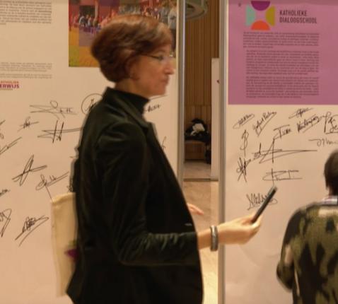 Partners van het Katholiek Onderwijs Vlaanderen tekenen de engagementsverklaring. © Johan Dobbelaere