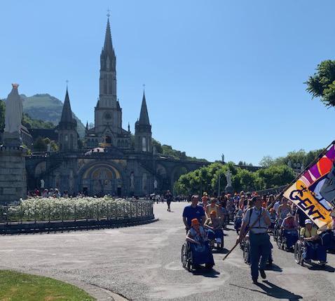 Processie in Lourdes © Marc Vandersmissen