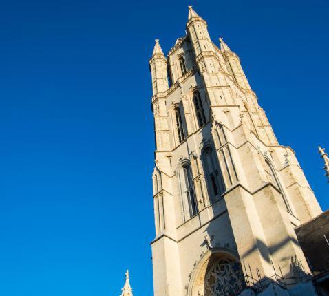 Toren van Sint-Baafs na restauratie © Bisdom Gent, foto: Karel Van de Voorde