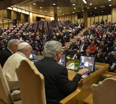 Ontmoeting van de paus met de deelnemers van het symposium over de mensenhandel © Vatican Media