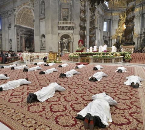 Priesterwijding met paus Franciscus © Vatican Media