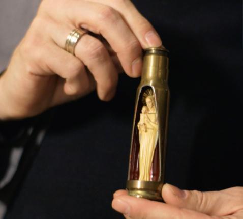Mariabeeldje in een kogelhuls. © Kerknet