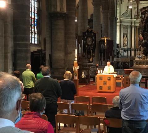 viering in de Nicolaaskerk in coronatijd  © Parochie in Sint-Niklaas