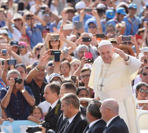 Paus Franciscus tijdens zijn wekelijkse audiëntie op woensdag © SIR