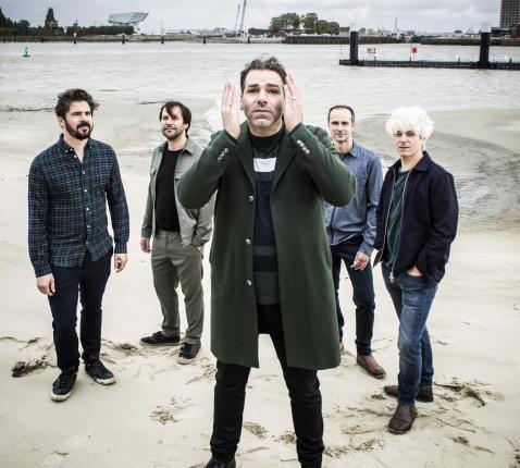 Zanger Klaas Delrue en bandleden van 'Yevgueni' bij de opnames van 'Adem'. © Guy Kokken
