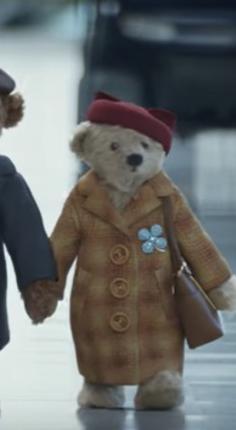 Schermafbeelding uit kerstreclame Heathrow Airport. © LW