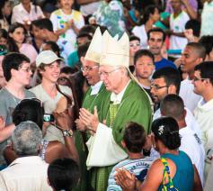 Bisschoppen De Witte en Van Looy in Ruy Barboda (Brazilië) tijdens de Wereldjongerendagen. © IJD
