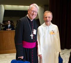 Bisschop Van Looy en frère Aloïs © Vatican