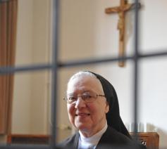 """""""Wij leven samen in respect met anderen die we niet zelf kozen en die erg verschillend zijn. Laat dat een profetisch teken zijn voor deze tijd"""", oppert zuster Lutgart. © Selina De Maeyer"""