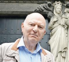 'Het oude idee dat je met het plaatsen van een Mariabeeld in een gevelnis de bescherming van Maria afroept over het huis en zijn bewoners, blijkt er bij veel mensen nog in te zitten', zegt Adelbert Denaux © Michel Vanneuville