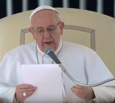 Paus Franciscus tijdens de algemene audiëntie op Aswoensdag 1 maart 2017 op het Sint-Pietersplein © CTV