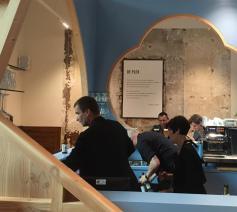 In de Antwerpse Onze-Lieve-Vrouwkathedraal is vrijdagavond de nieuwe ontmoetingsruimte 'De Plek' officieel ingehuldigd © KV