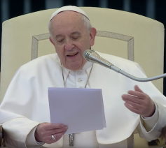 Paus Franciscus tijdens zijn catechese over het Onzevader op de algemene audiëntie van woensdag 10 april 2019 © VaticanMedia