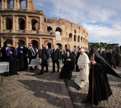 De slotceremonie van de tweedaagse bijeenkomst van de leiders van de wereldreligies 'in de geest van Assisi' vond plaats voor het Colosseum in Rome                          © Sant'Egidio